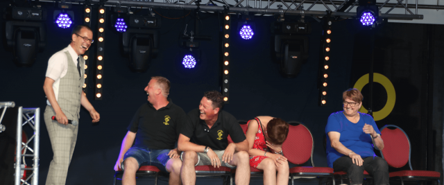 Hypnotist The Charming Thief fascinates with hypnosis act on stage